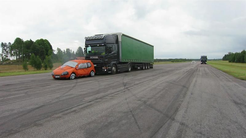 Entwickeln fortschrittlicher Notbremssysteme bei Scania