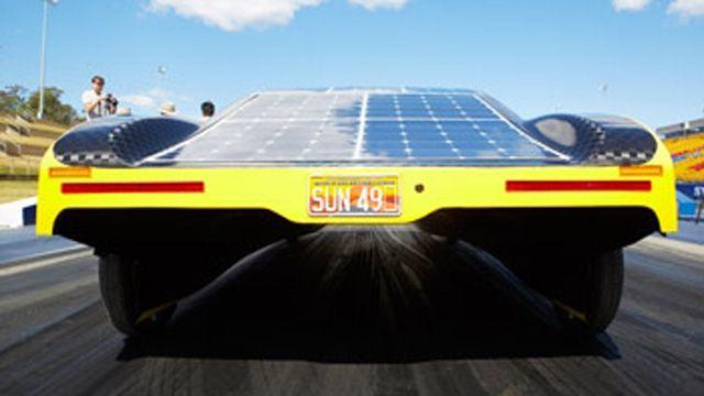 Studierende haben mithilfe von MATLAB-Modellen den Batterieverbrauch des Solar-Elektroautos SunswifteVe optimiert.